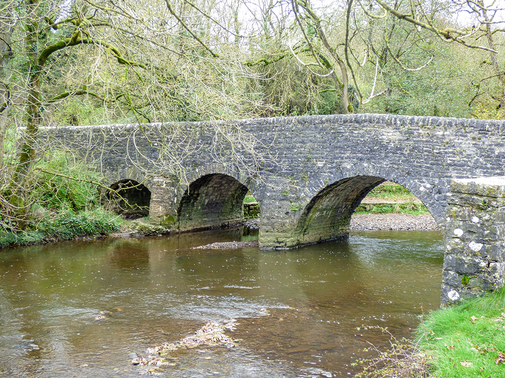 Walk Derbyshire – Thor's Cave & The Manifold Valley